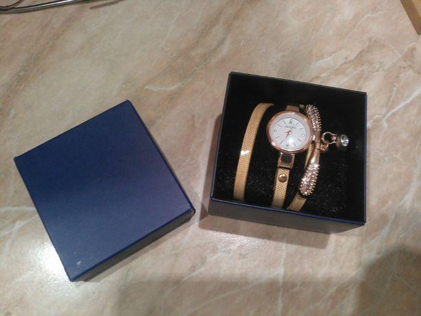 Годинник жіночий із камінцями Carude (часы женские)
