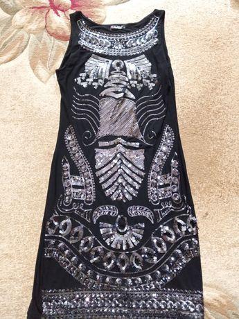 Сукня з паєтками