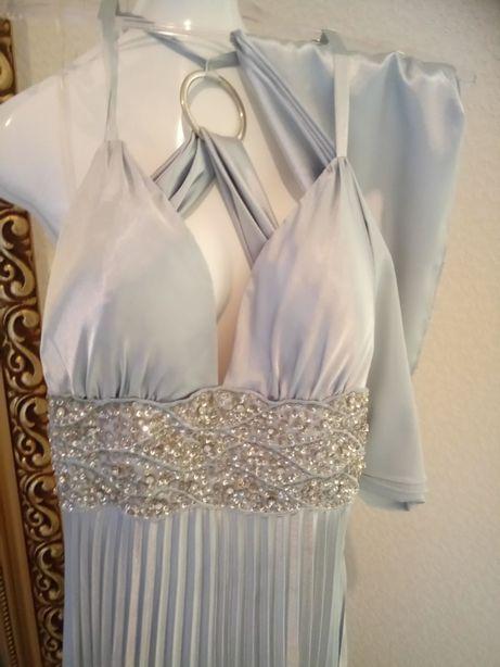 Suknia srebrna plisowana z szalem