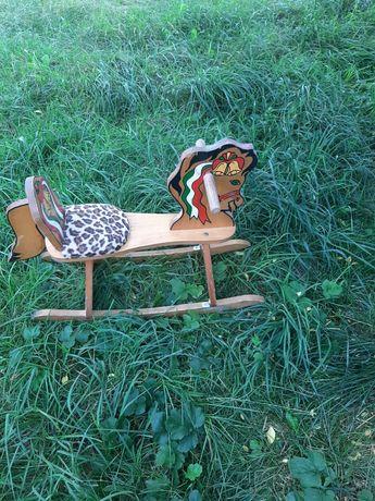 Дерев'яний коник гойдалка