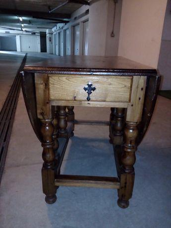 Mesa de abas, em carvalho francês, usada, mas em muito bom estado.