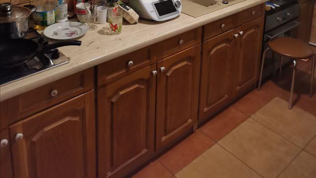 Szafki kuchenne drewniane koloru drewna