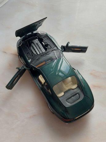 Miniatura modelo 1:18 Aston Martin DB7, marca Guiloy