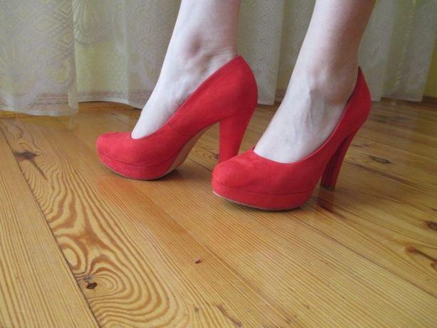 Buty czerwone zamsz rozm. 39