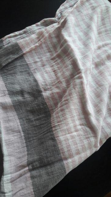 Echarpe em vários padrões rosa/cinzento e branco da salsa