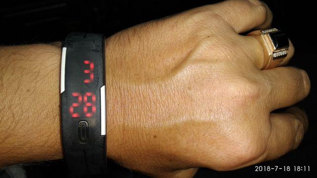 Часы SPORT WATCH ультратонкие, светодиодные, водонепроницаемые