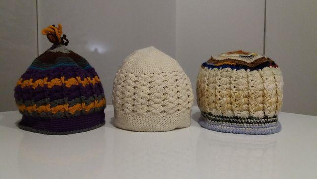 grandżowe czapki