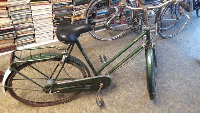 Klasyczny holenderki rower w bardzo złym stanie do renowacji