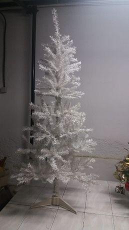 Árvore de Natal cor de neve