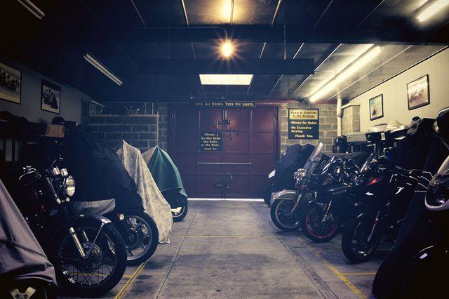 Zimowanie motocykla / garażowanie motocykli / parking na motocykl