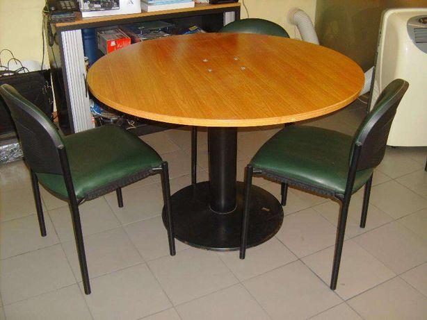 Mesa de reunioes com 4 cadeiras em napele verde