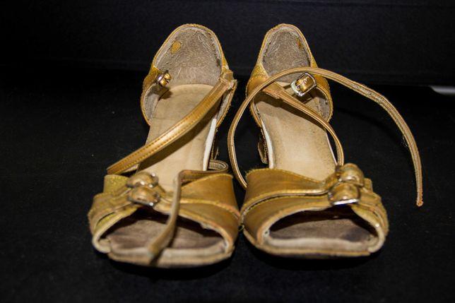 Спортивно-бальные туфли для девочки Блок-каблук. Размер 23 см. Б/у.