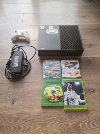 Xbox one 1tb plus 4 gry