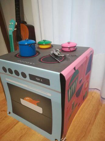 Cozinha de criança, de papelão