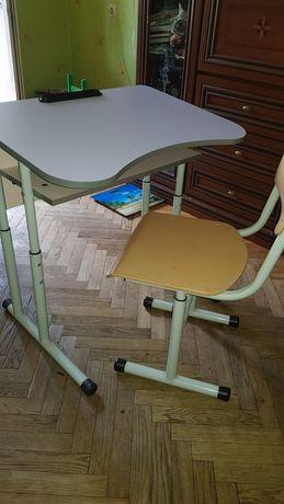 Комплект парта и стул.