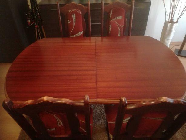 Sprzedam drewniany rozkładany stół + 4 krzesła