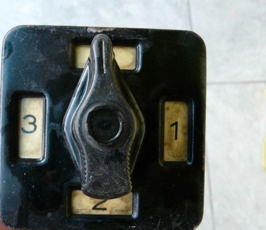 Stary przełącznik elektryczny