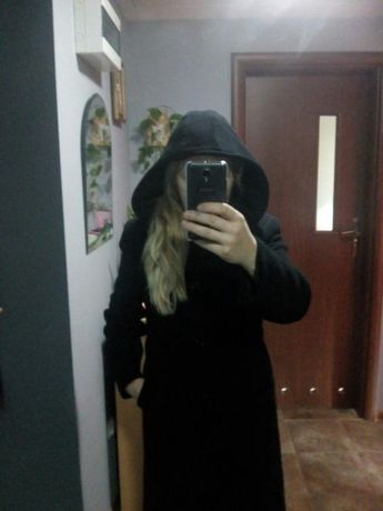 Długi czarny płaszcz S