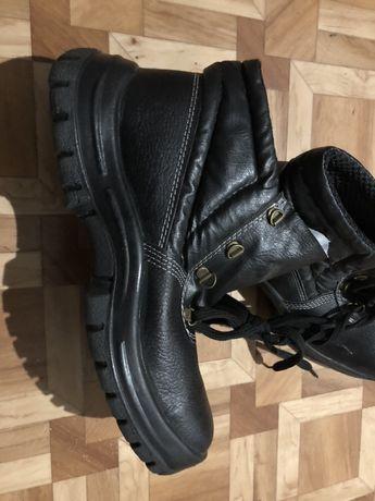 Продам ботинки для работ 43 размер