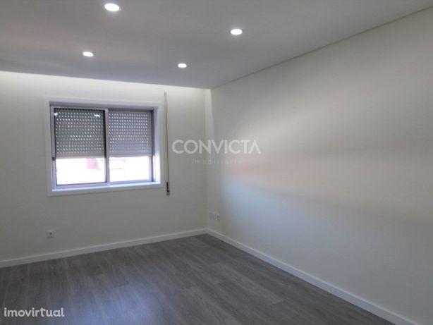 Apartamento T3, totalmente remodelado, Palmilheira, Ermes...