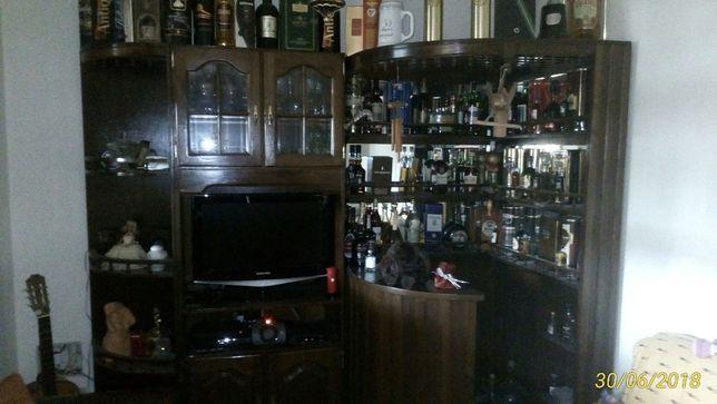 Móvel Bar em madeira castanho, muito bom estado.