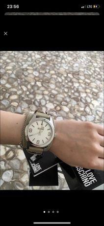 Новые часы Moschino! Торг!