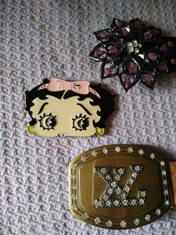 Пряжки Hello Kitty, Louis Vuitton, Цветок