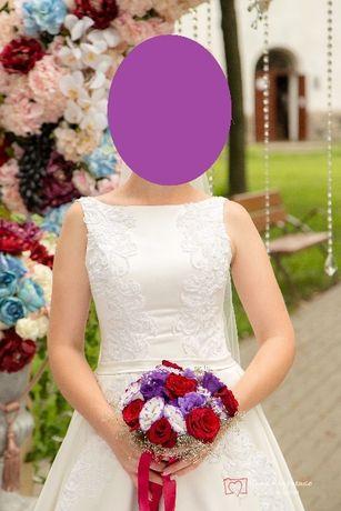 Шикарное атласное свадебное платье