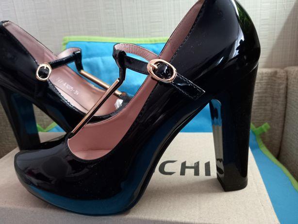 Туфлі лак чорні Остання пара 39 розмір  25.5см