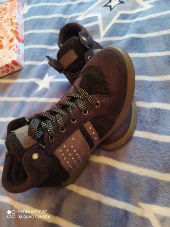 Кросівки 35 розмір, на дівчинку