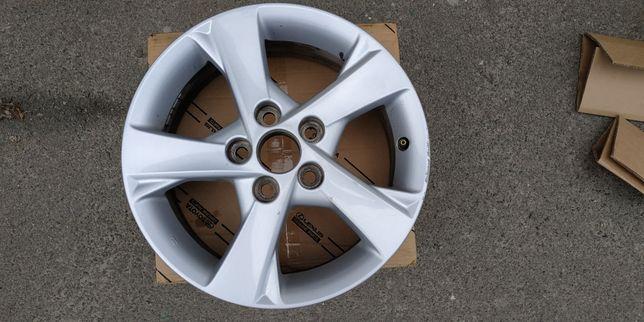 Б/у диск легкосплавный Toyota Auris 2012 года оригинал 4261102C50
