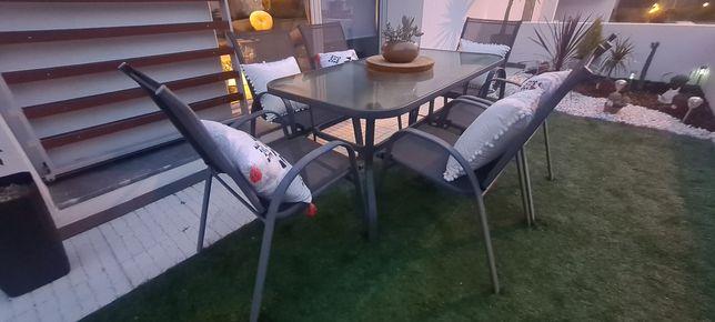 Conjunto mesa e cadeiras exterior