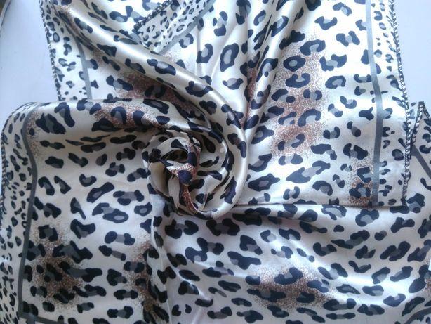 Атласный новый платок.
