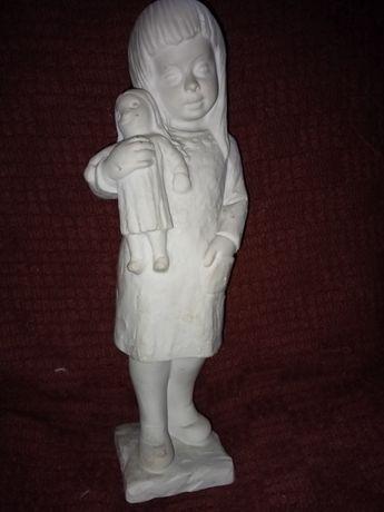 Rzeźba figura Dziewczynka z lalką. Kamień. Sygnowana numerowana. Antyk