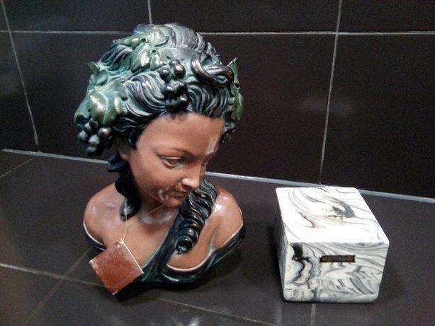 estátua senhora meio corpo antiga