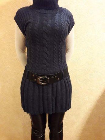 Продам новую очень теплую безрукавку темно-синего цвета, есть ремень.