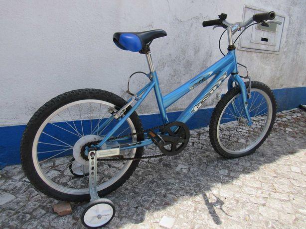Bicicleta de criança roda 20 com rodinhas de apoio