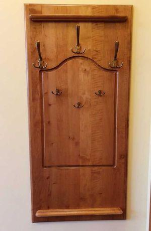 Klasyczny wieszak drewniany meblowy