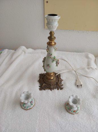 Candeeiro de Porcelana c/ Pé de Bronze e Castiçais