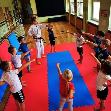 Zajęcia sportowe karate akrobatyka trening funkcjonalny motoryczny