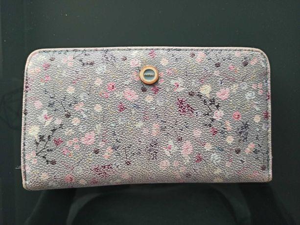 Kwiatowy portfel Parfois