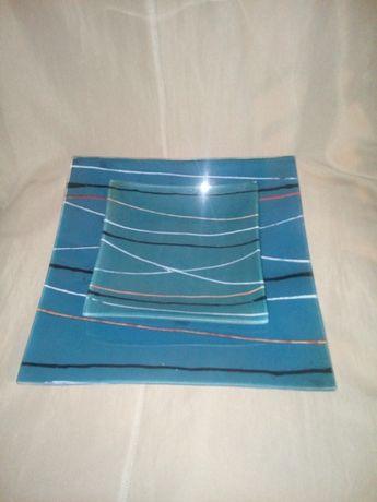 Набор квадратных декоративных стеклянных цветных тарелок