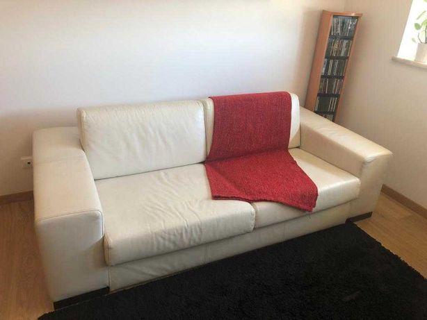 Sofá branco em pele. Design moderno