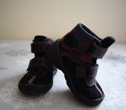 Czarne buty z cholewką za kostkę