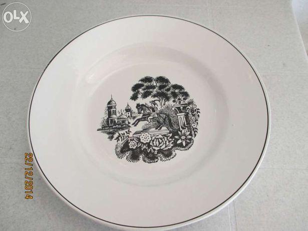 Louça antiga - 1 saladeira e 2 pratos - estátua cavalinho