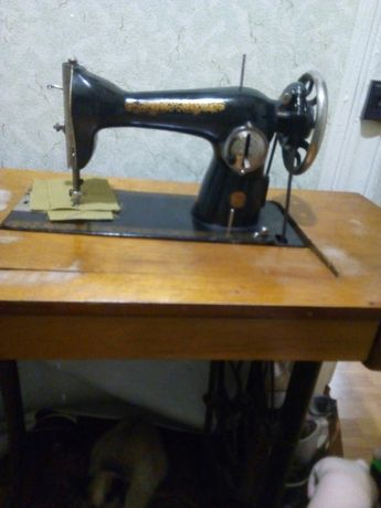 Продам машинку швейну