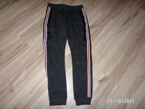 firmowe -chłopięce spodnie-dresowe-sportowe-158cm