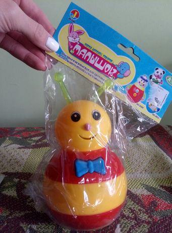 Детская игрушка-неваляшка