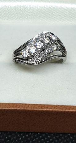 Złoty pierścionek z diamentami 0,52 ct
