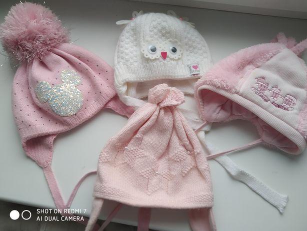 Шапочки для девочки от  0 до 1года,розовая внизу весенняя